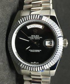 Replica Uhr Rolex Day-Date 04 (40mm) Black (President band) Date (schwarzes Zifferblatt) Edelstahl 316L Automatikwerk